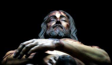Cristo Yacente Sindónico, cedro policromado. Via La Sábana Santa Exposición, Catedral Metropolitana da Cidade do México - CDMX.